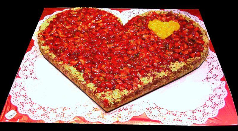 Erdbeer Herz Fur Ihre Traumhochzeit Traumtorte Hochzeitstorte